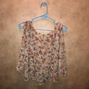 Arizona jeans co floral blouse. Open sleeves